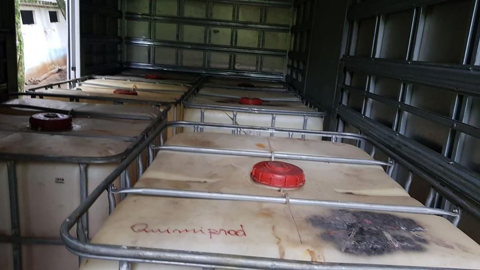 Dentro de caminhões-baú, quadrilha colocou isotanques para armazenar o óleo roubado — Foto: Reprodução