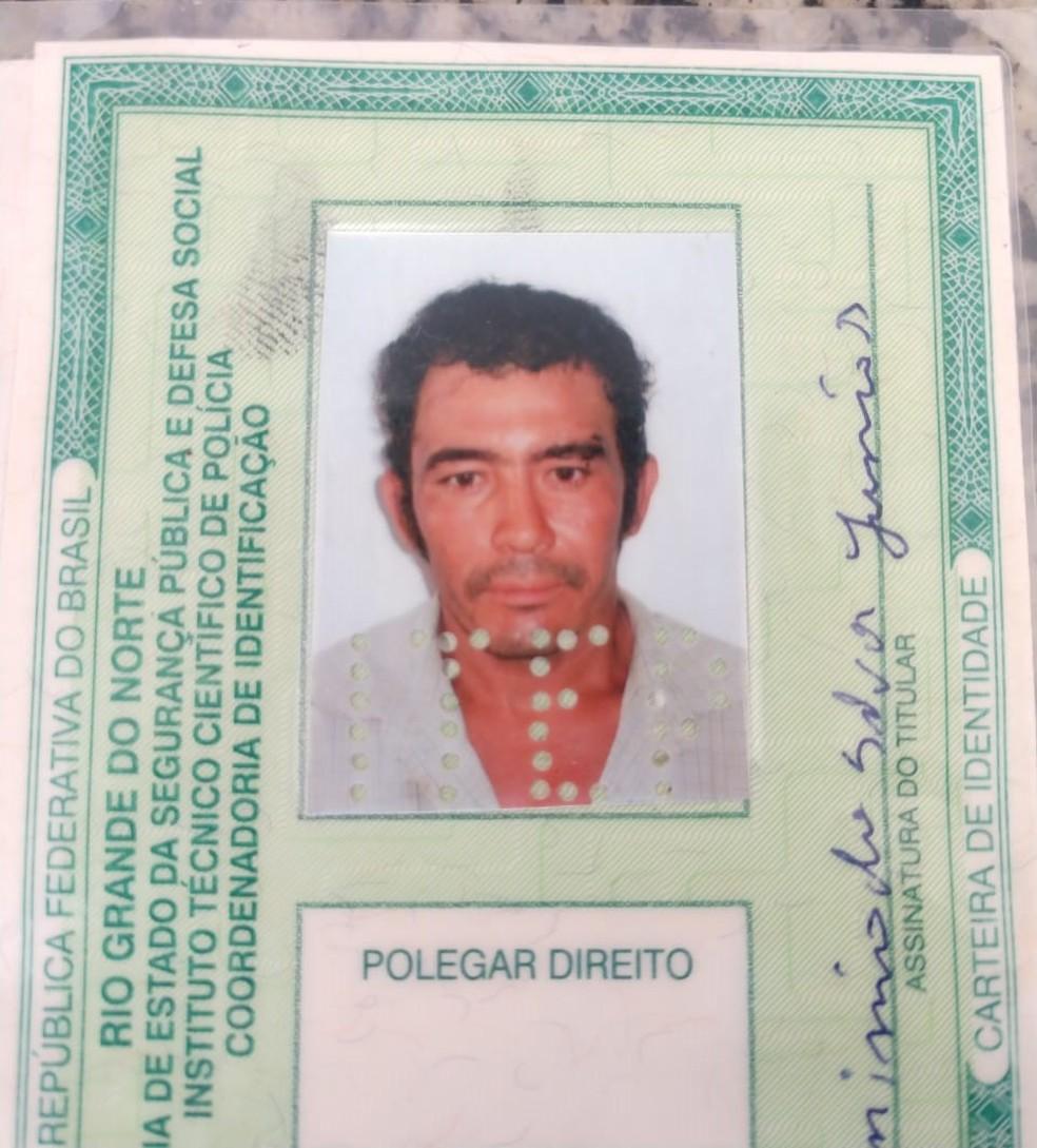 José Hermínio da Silva Júnior tinha 41 anos e morreu no local — Foto: Hugo Andrade/Inter TV Costa Branca