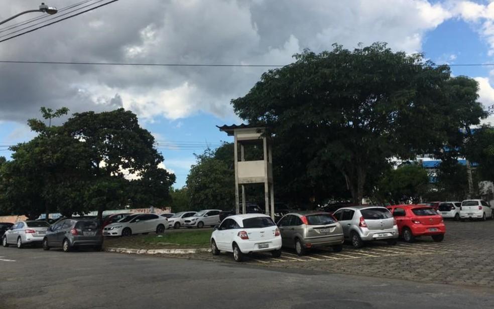 Viaduto para o Novo Mundo será construído no acesso da Rua 117, hoje sem saída, entre a subestação da Enel e a sede da Saneago — Foto: Rodrigo Gonçalves/G1