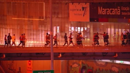 Polícia e torcedores sem ingresso se enfrentam no Rio