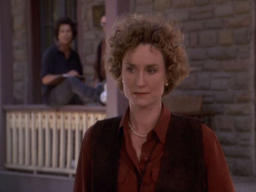 """Lisa Banes em cena da série """"Assassinato por Escrito"""". Atriz morreu nesta segunda-feira (14), aos 65 anos — Foto: Divulgação"""