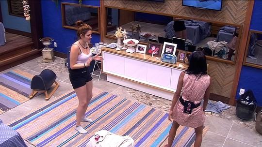 Ana Clara ensina Gleici a fazer o quadradinho e sister diz: 'Não tenho muito talento'