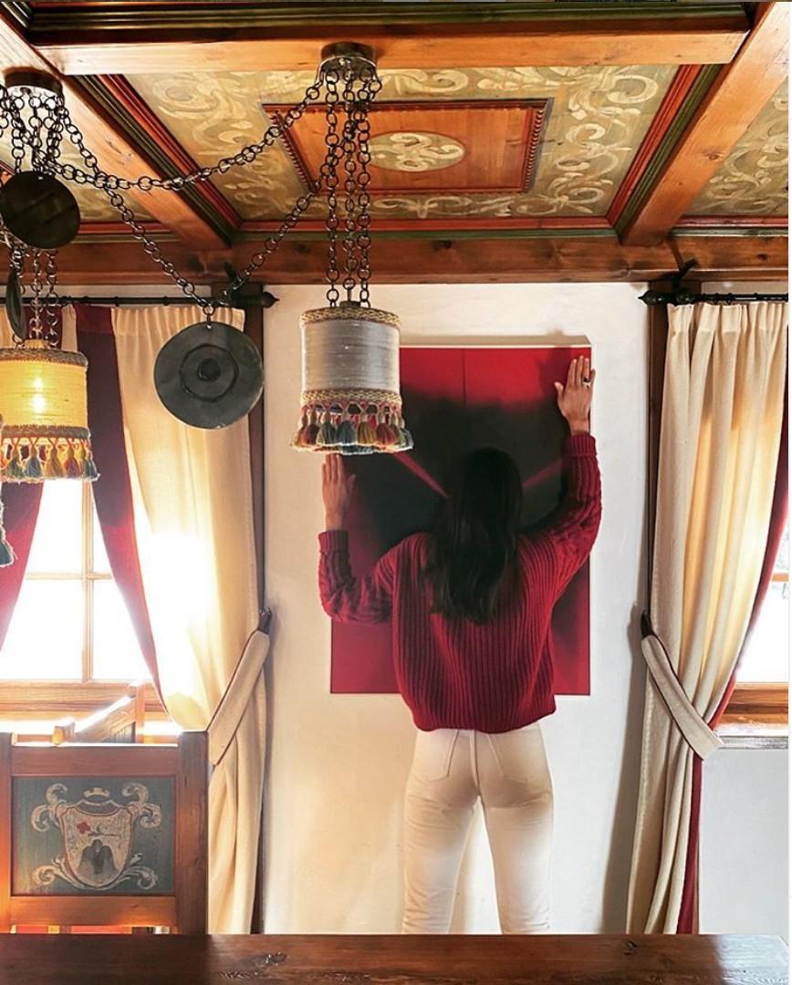 Viola Arrivabene: Looks combinando com a casa  (Foto: Reprodução )