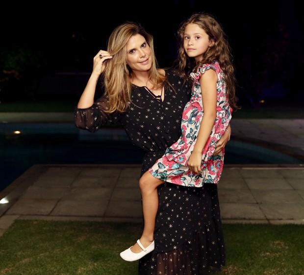 Mariana Kupfer e a filha, Vicky (Foto: Manuela Scarpa/Brazil News)