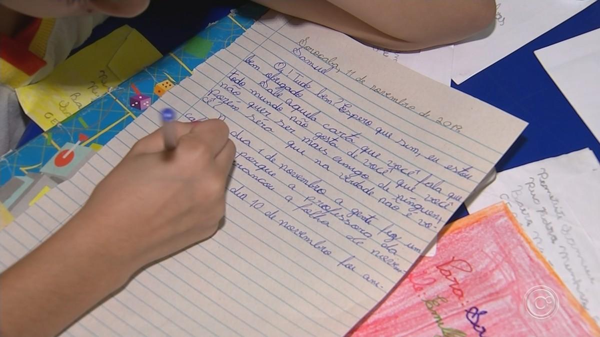 Ação promove troca de cartas entre alunos de Sorocaba e Araçoiaba da Serra durante um ano - G1