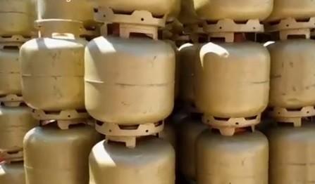 Caminhão com parte de carga de botijões de gás roubados em Uberlândia é recuperado em Uberaba