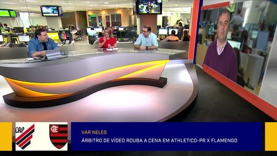 """Comentaristas do """"Redação"""" debatem polêmicas da arbitragem de Athletico-PR 1 x 1 Flamengo"""