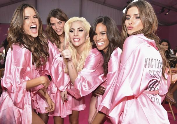Lady Gaga no backstage da Victoria's Secret (Foto: Pascal Le Segretain/Getty Images for Victoria's Secret)