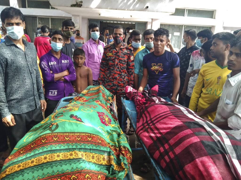 Raio mata 17 convidados em festa de casamento em Bangladesh