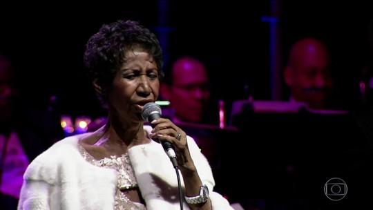 Fãs fazem longas filas para se despedir da cantora Aretha Franklin
