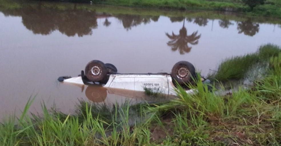 Quatro pessoas morrem após caminhonete cair em açude em São João do Caru — Foto: Divulgação/Redes Sociais