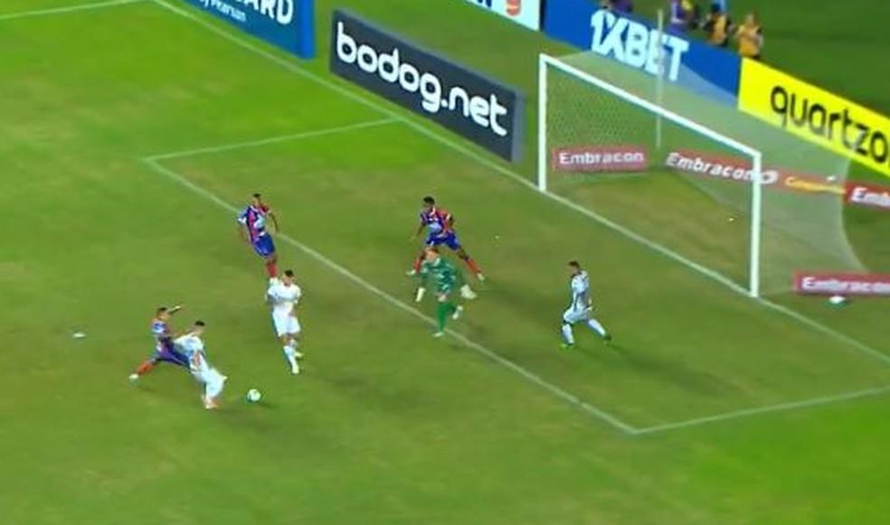 Pepê perde chance contra o Bahia  — Foto: Reprodução