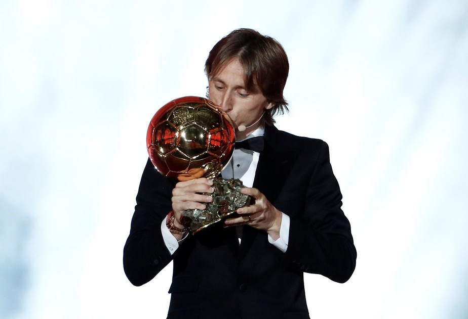 Ano dourado: Modric confirma favoritismo, supera Cristiano Ronaldo e vence a Bola de Ouro