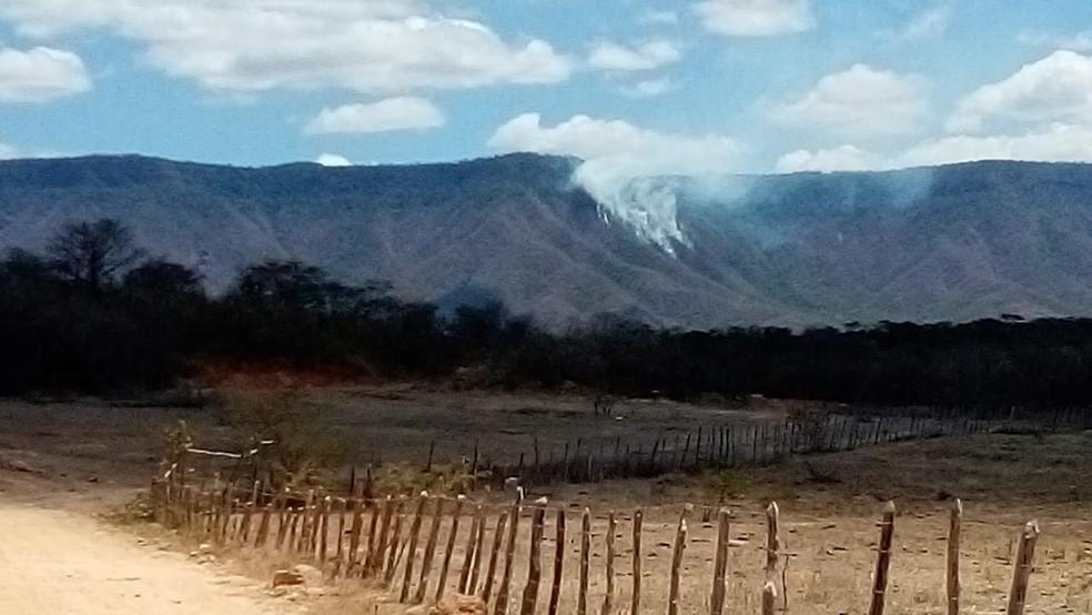 Área atingida pelo fogo é distante do local de visitação — Foto: Divulgação