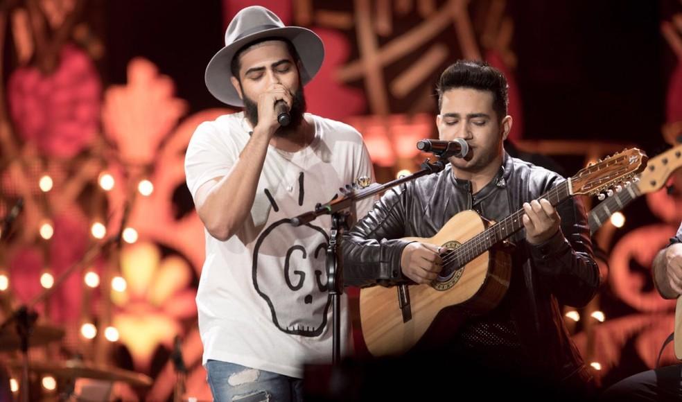 Henrique e Juliano cantam 'Vidinha de balada', música do 'vai namorar comigo, sim' (Foto: Divulgação)
