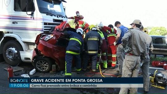Motorista sobrevive após ter carro prensado em Ponta Grossa