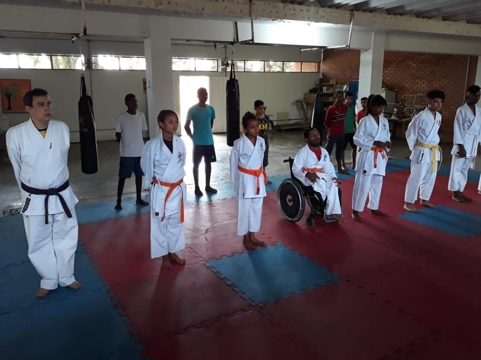 Durante as aulas, concentração do Cláudio chama atenção e serve de exemplo — Foto: Ricardo Guimarães/GE
