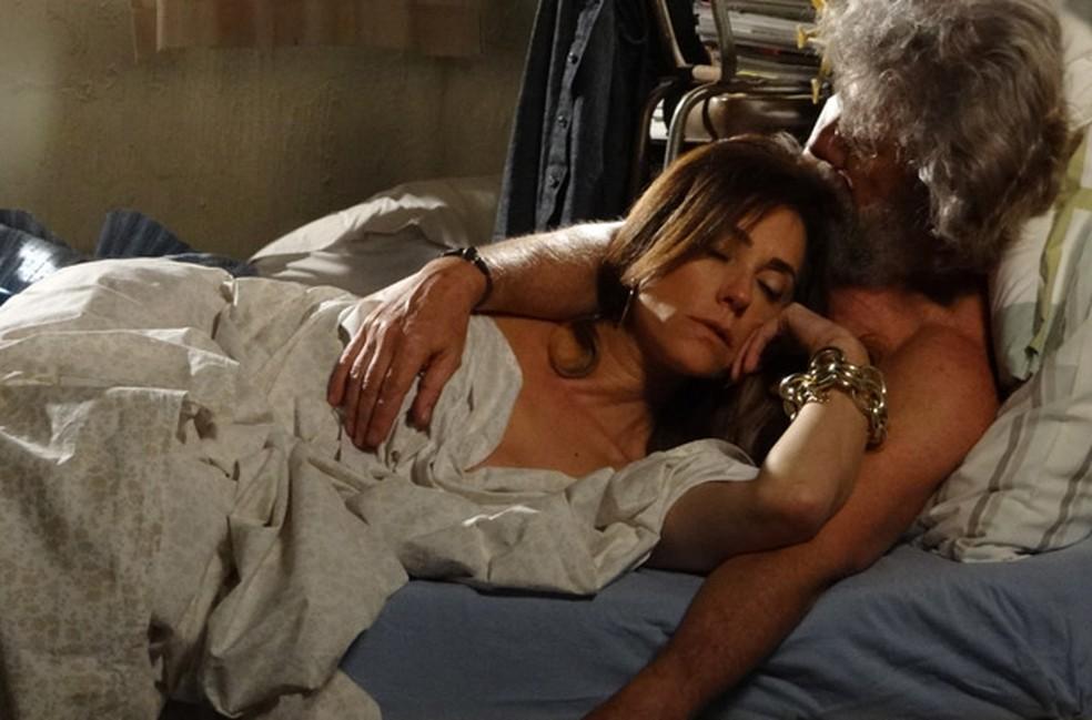 Por vingança, Tereza Cristina vai para cama com Pereirinha em 'Fina Estampa' — Foto: Globo