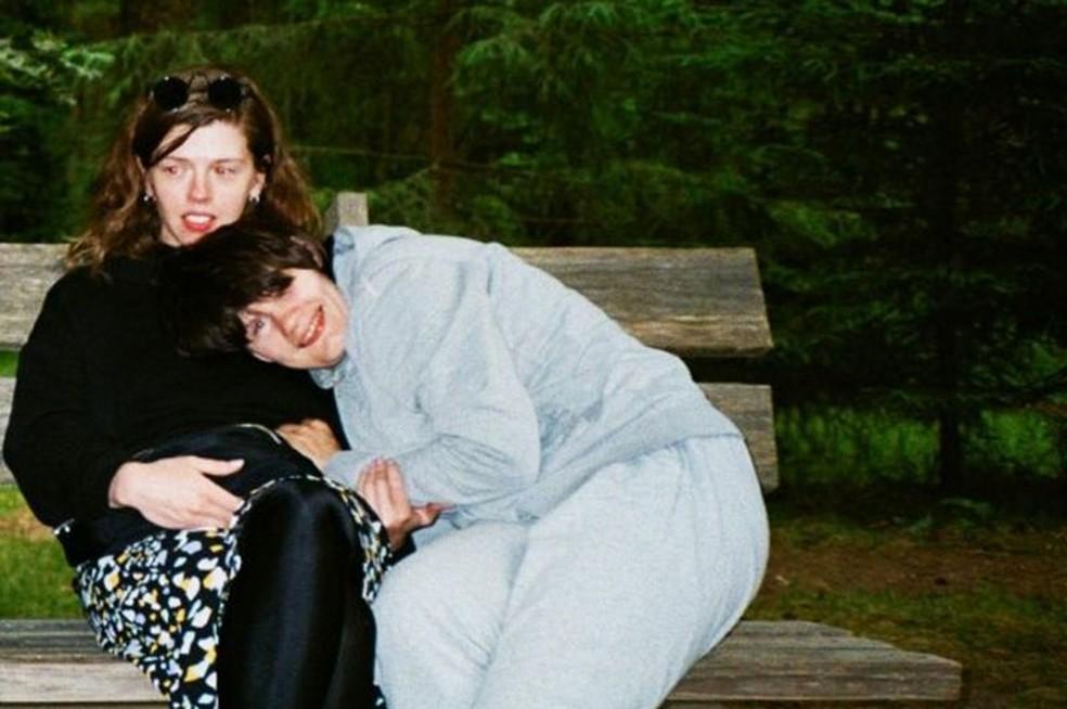 Arina e Nina se conheceram por meio da ONG Rota da Vida — Foto: Kirill Smirnov/BBC