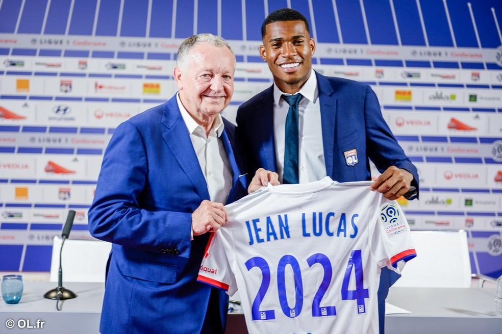 Jean Lucas  apresentado no Lyon — Foto: Site oficial do Lyon