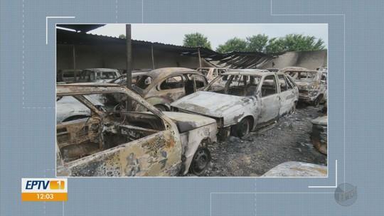 Polícia prende três suspeitos de provocar incêndio em pátio de veículos em Bom Sucesso, MG
