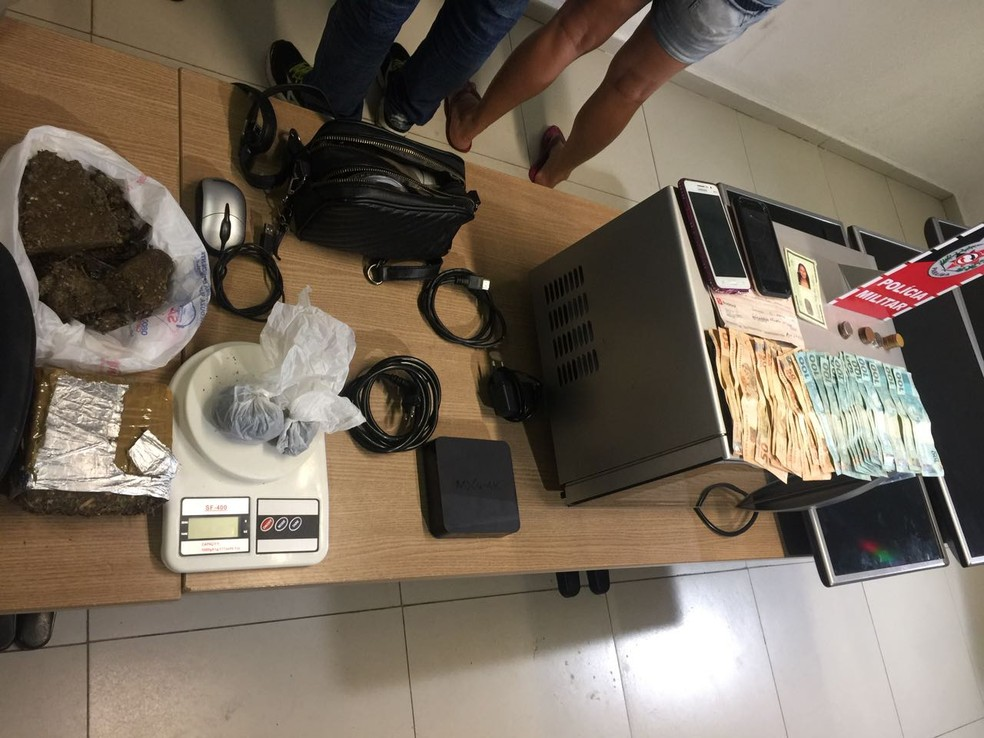 Os materiais do roubo foram apreendidos com duas mulheres que teriam feito a receptação, em João Pessoa. (Foto: Cap. Sidnei/Polícia Militar)