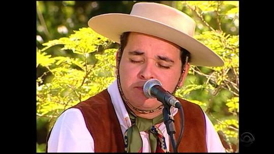 Antes do 'The Voice Brasil', Léo Pain se apresentou no 'Galpão Crioulo'; relembre a participação
