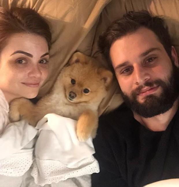 Karol Pinheiro, Arthur Pezzi e o cão Cookie (Foto: Instagram/ Reprodução)