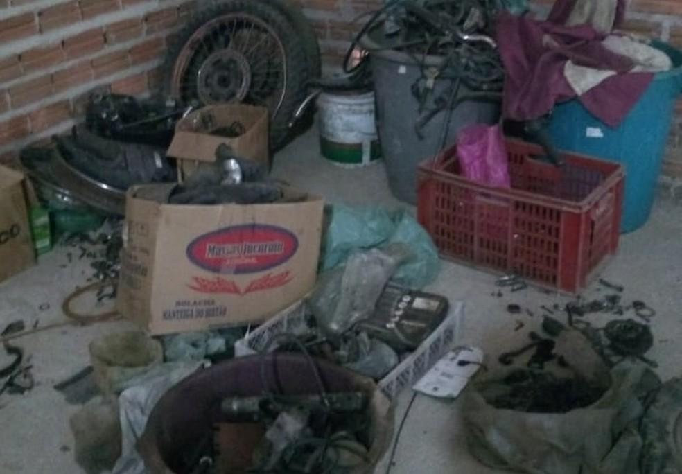 Polícia cumpriu mandado e apreendeu o material roubado para desmanche em galpão de Monteiro, no Cariri da PB — Foto: Polícia Civil/Divulgação