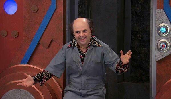 Michael D. Cohen como o personagem Schwoz Schwartz no seriado da Nickelodeon, 'Henry Danger', (Foto: Divulgação)