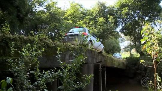 Chuvas agravam estado de ponte e estrada entre Barbacena e Antônio Carlos