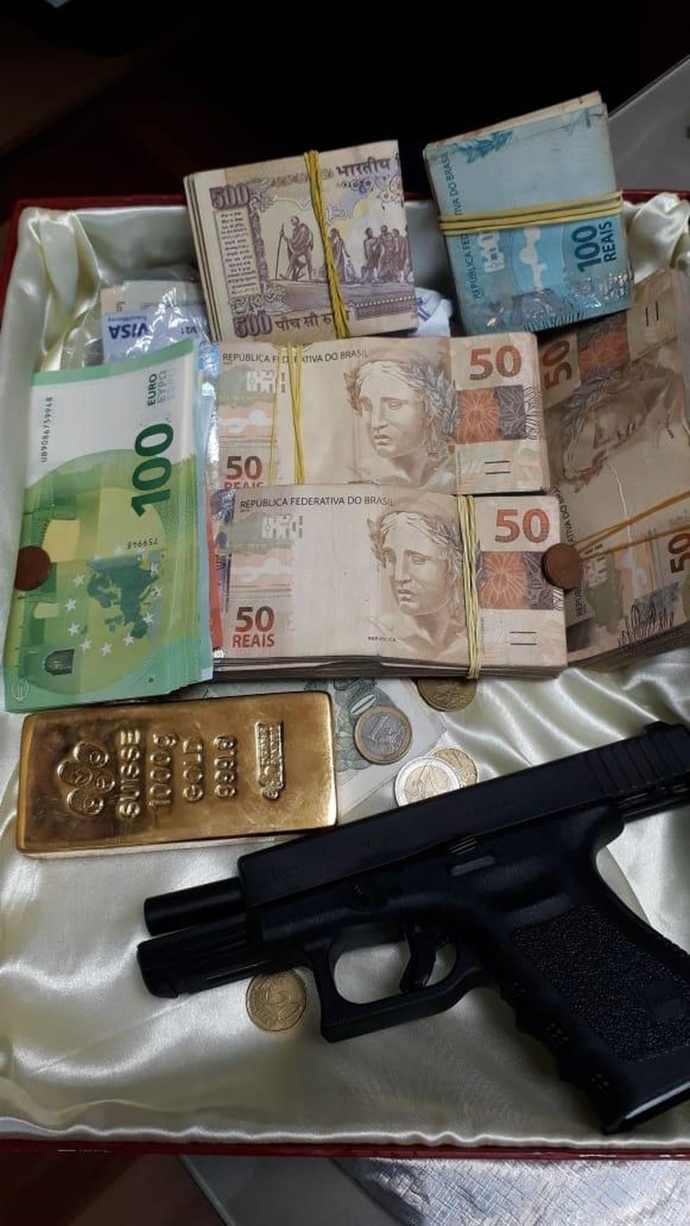 Polícia apreende ouro, dinheiro e arma em operação — Foto: Divulgação/PF