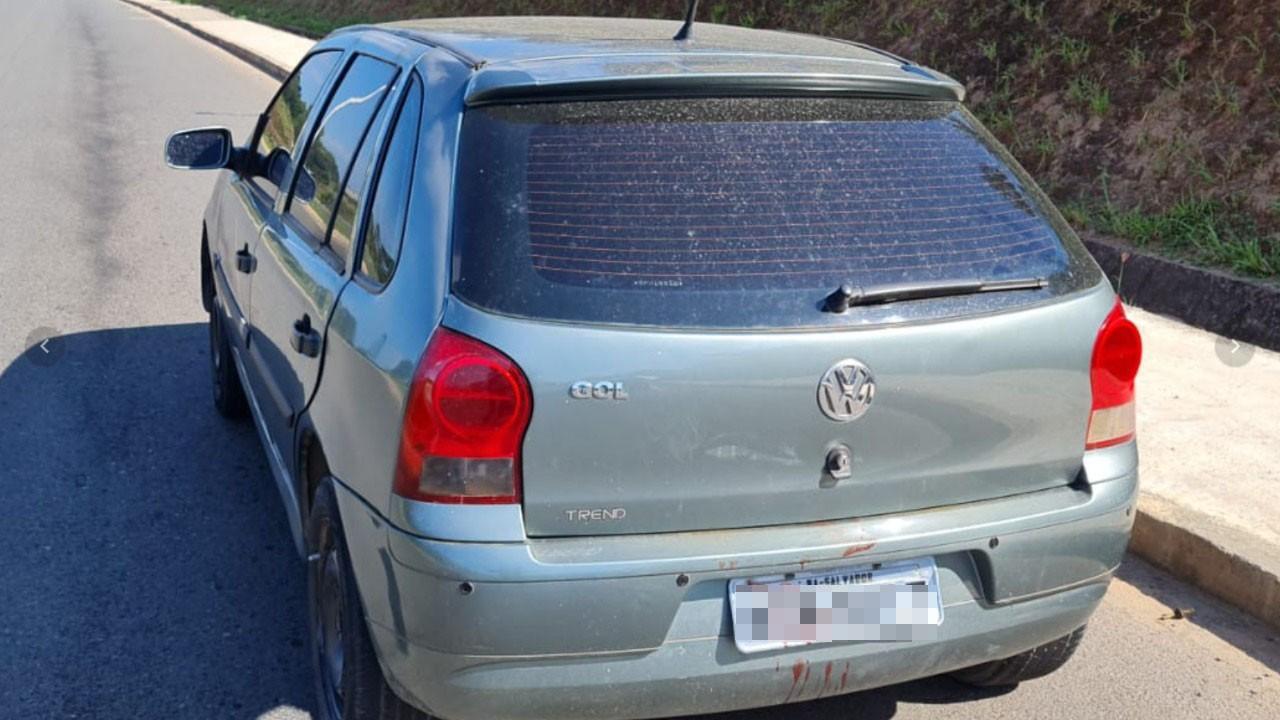 Corpo é encontrado em porta-malas de carro abandonado próximo à BR-324, em Salvador