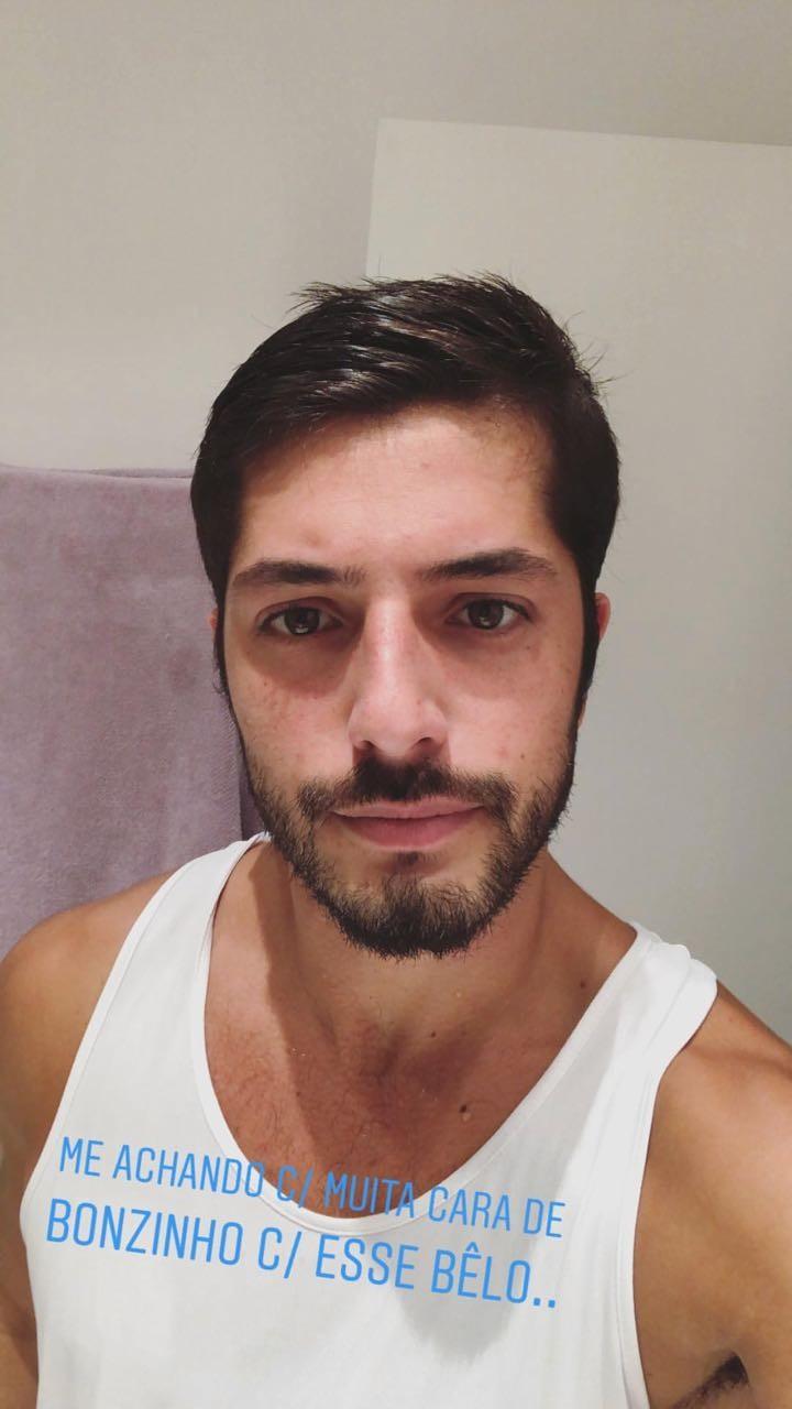 Bom moço! Enrico Celico brinca com aparência em selfie (Foto: Reprodução/Instagram)