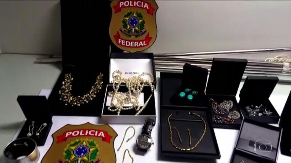 Ministério Público afirma que a compra de joias fazia parte do esquema de lavagem de dinheiro da corrupção de Cabral (Foto: Fantástico)