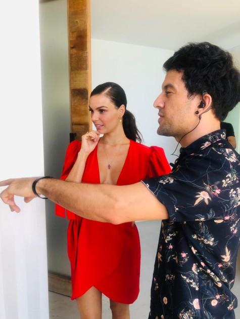 Isis Valverde com o diretor Messi Santos (Foto: Divulgação)