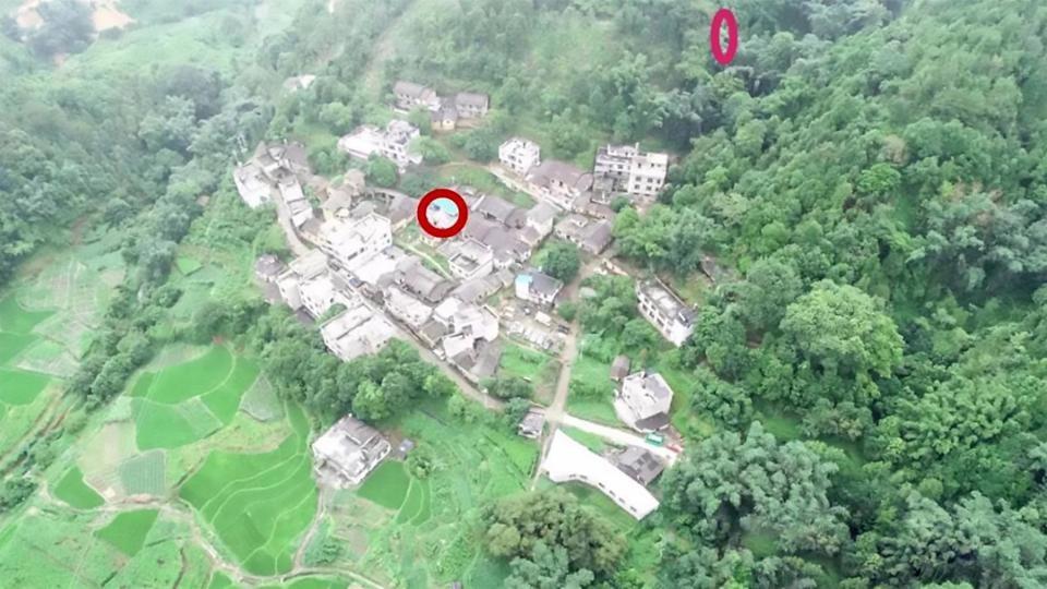 Casa da menina e região onde ela foi encontrada (Foto: Reprodução Asiawire)