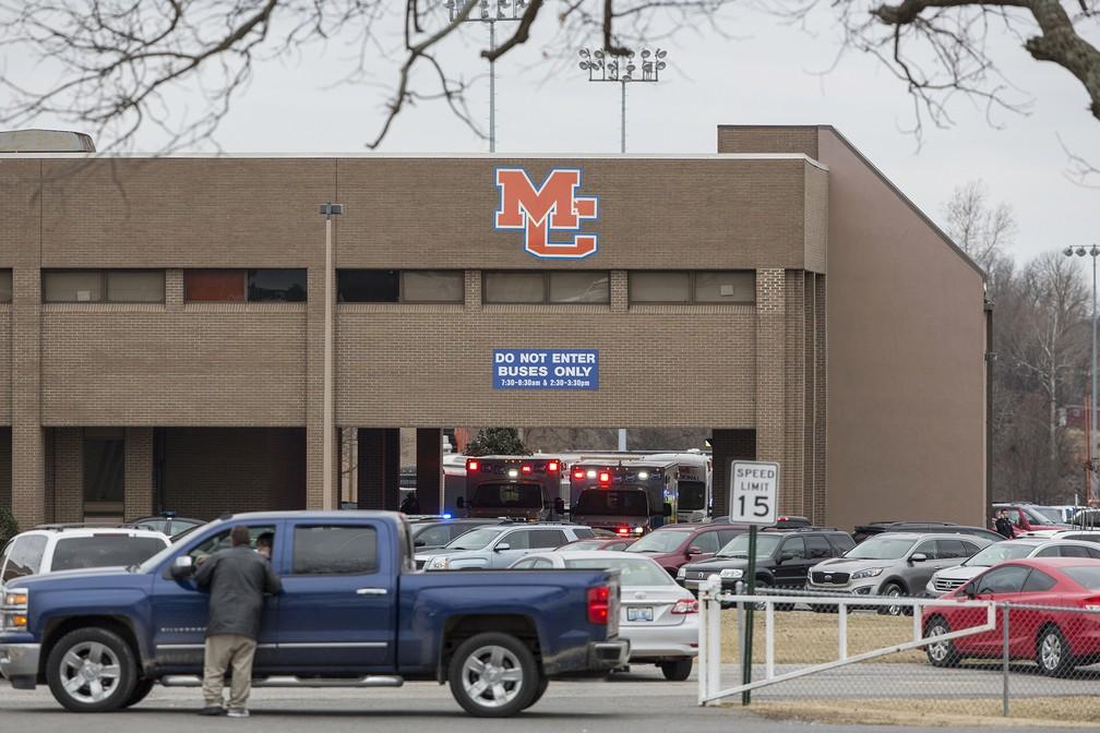 Serviços de emergência respondem a tiroteio em escola no Kentucky (Foto: Ryan Hermens/The Paducah Sun via AP)