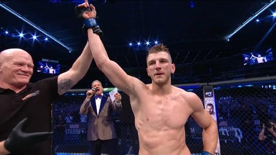 Melhores momentos de Al Iaquinta x Dan Hooker no UFC 243