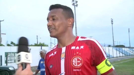 Após polêmica ida ao 4 de Julho, Gilmar Bahia, ex-Parnahyba, é tietado por torcida; veja vídeo