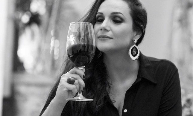 A sommelière Elaine Oliveira: curso on-line