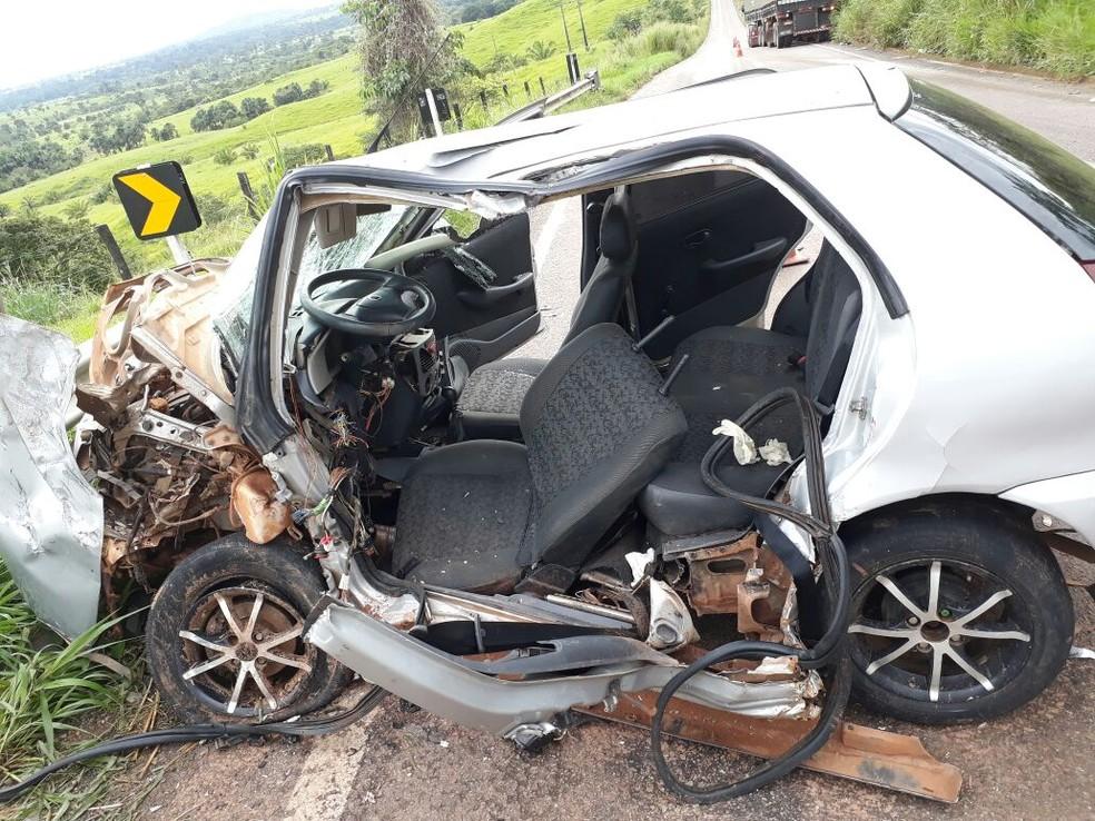 Motorista foi socorrido, mas não resistiu aos ferimentos (Foto: Divulgação/PRF)