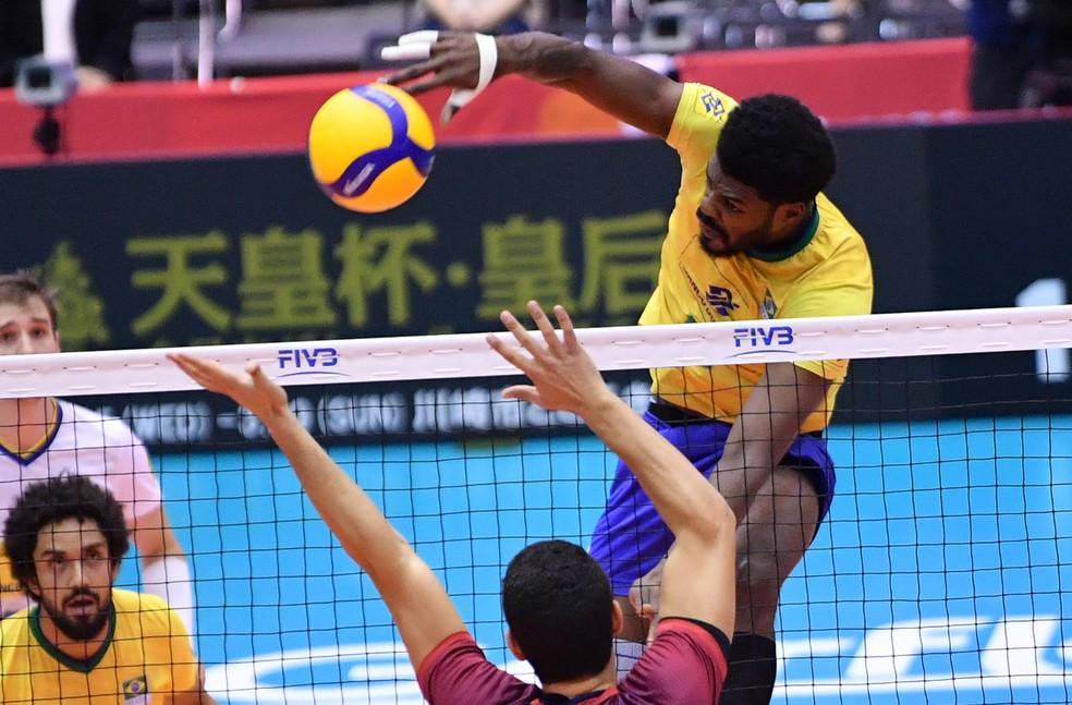 Isac não decepcionou a chance e terminou como o melhor pontuador do Brasil — Foto: Divulgação / FIVB