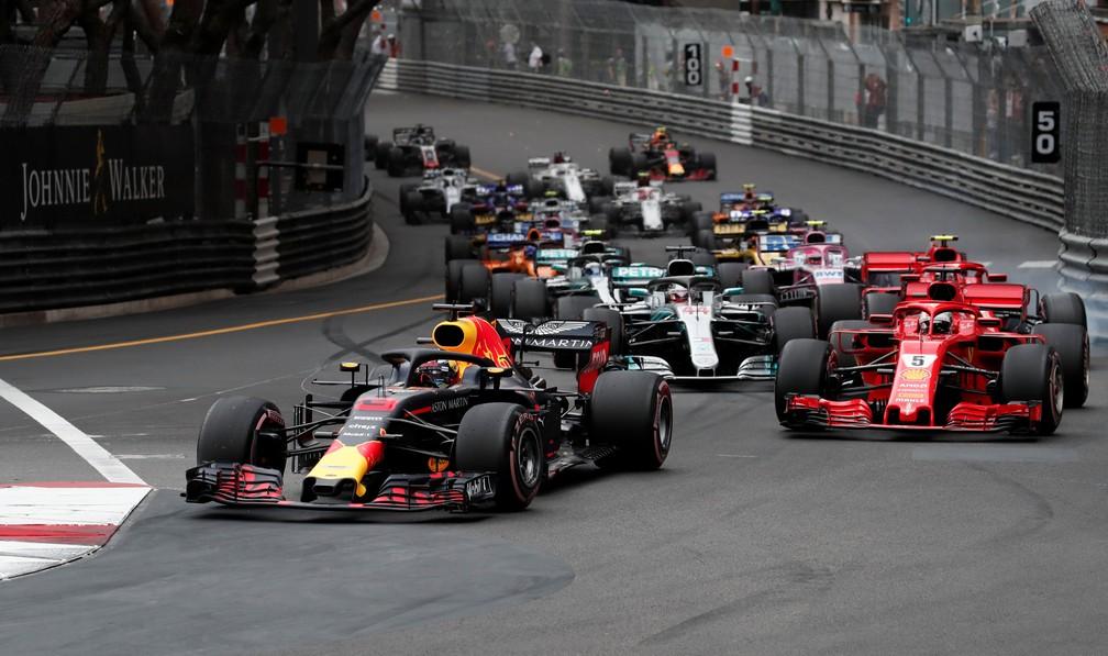 Ricciardo manteve a ponta após a largada do GP de Mônaco (Foto: Reuters)