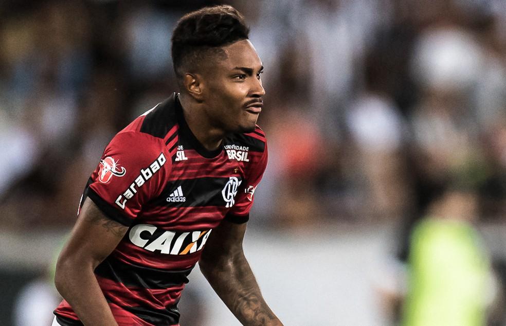 Vitinho comemora gol no clássico: atacante foi o único poupado pela torcida após derrota — Foto: Jorge R Jorge/BP Filmes