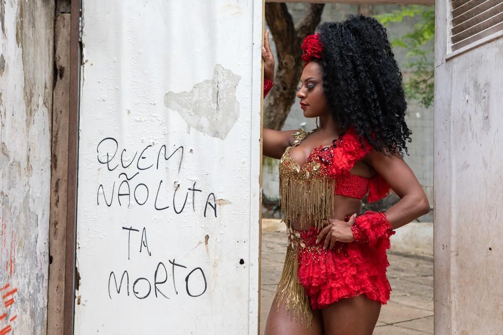 Tarine Lopes é madrinha da X-9 Paulistana — Foto: Celso Tavares/G1