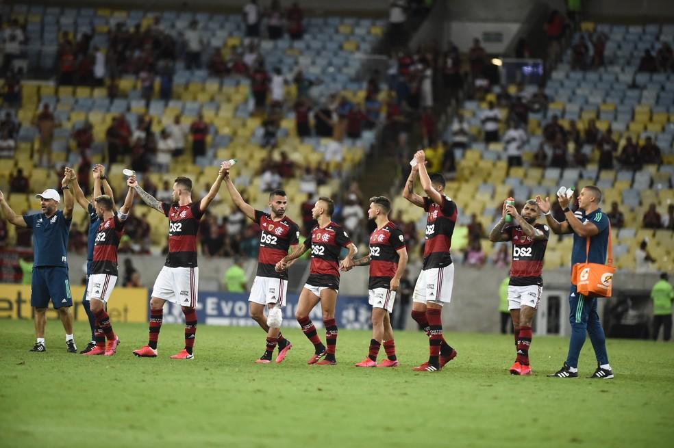 Jogadores do Flamengo saúdam a torcida — Foto: André Durão / GloboEsporte.com