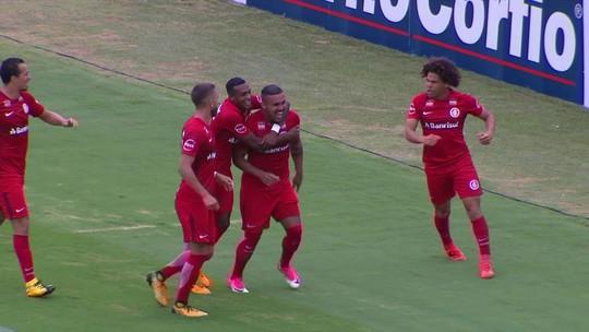 Em jogo com lambança do árbitro, Inter bate o Goiás e mantém chance de título