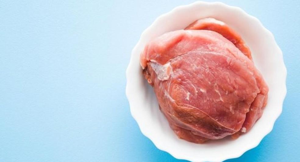O colesterol é encontrado em produtos de origem animal como carne bovina e ovos — Foto: Getty Images