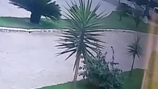 Adolescente morre após ser arremessada de motocicleta em acidente em Garanhuns; veja vídeo